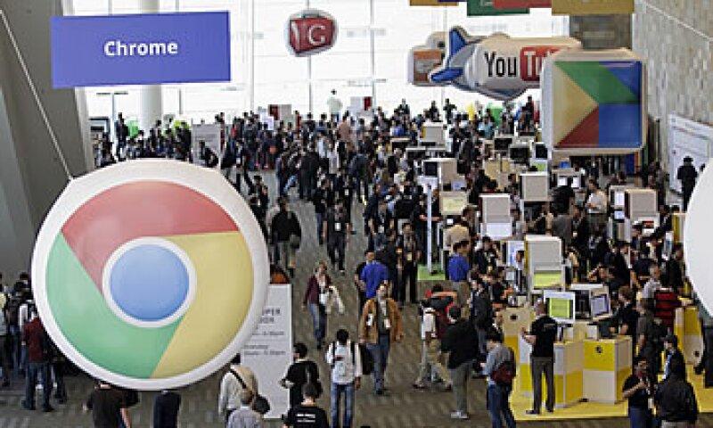 Google está intentando trasladar su dominio en las búsquedas en Internet a sistemas operativos y software para móviles. (Foto: AP)