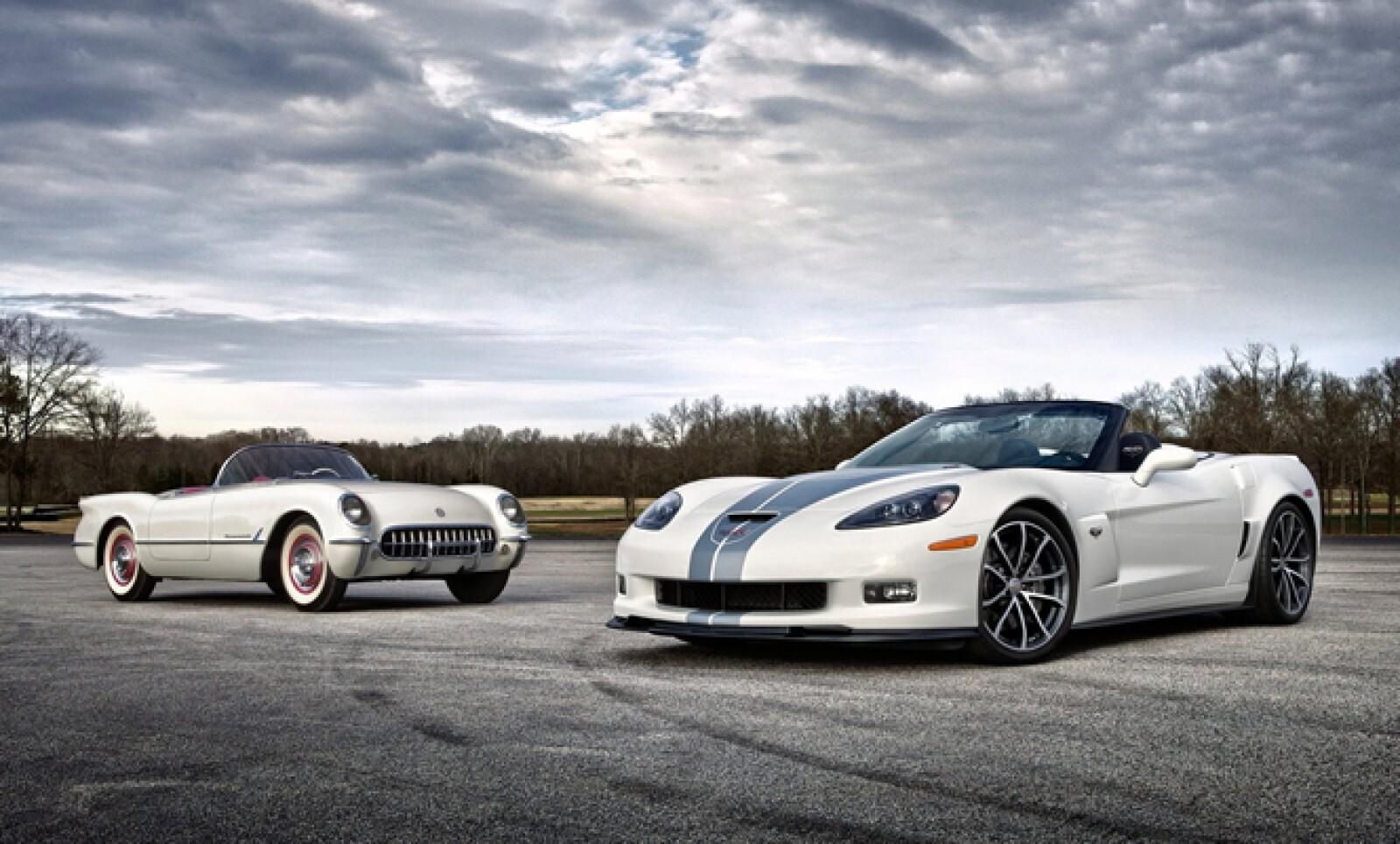 """""""La historia de Corvette es fascinante, pues a lo largo de 60 años se ha posicionado en la mente del público como el deportivo americano por excelencia, mostrando continuas innovaciones en diseño y tecnología"""", dijo Francisco Garza, vicepresidente de GM d"""