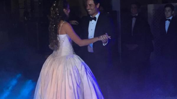 """Ahora que la hija del cantante cumplió 15 años, el puertorriqueño bailó con ella su famoso tema """"Tiempo de vals""""."""
