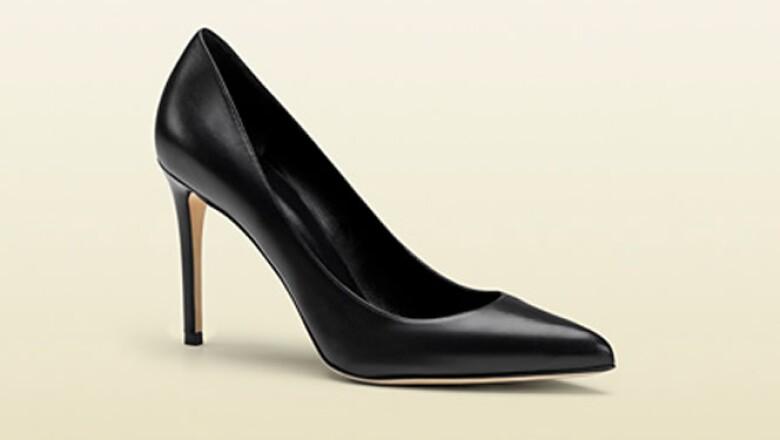 Los zapatos tipo Pump negros y de 8 a 10 centímetros de algo van con todo e6ed7d7874ea