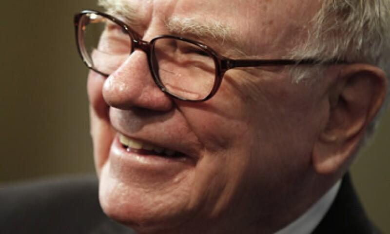 Warren Buffett espera que más legisladores donen una parte de su sueldo al Gobierno de EU para ayudar a reducir la deuda del país. (Foto: AP)