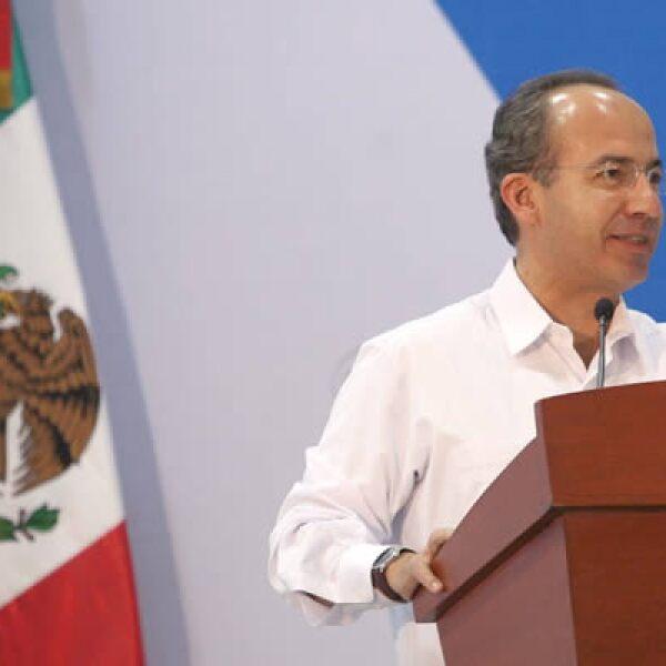 """El miércoles en el Sexto Foro Internacional """"Desde lo local"""", Felipe Calderón dijo que se deben asumir responsabilidades ante la gravedad de las finanzas públicas. Enfatizó que al no tomar medidas tributarias adecuadas se afecta la calidad de vida de la g"""