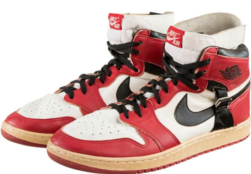 daf89932baa Tenis. Nike Air Jordan 1 (Cortesía Heritage Auctions)