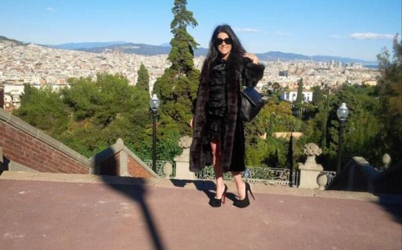 Martha a su llegada a la comida con el alcalde de Barcelona.