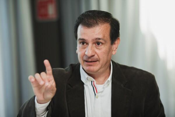 Antonio Moya, especialista.