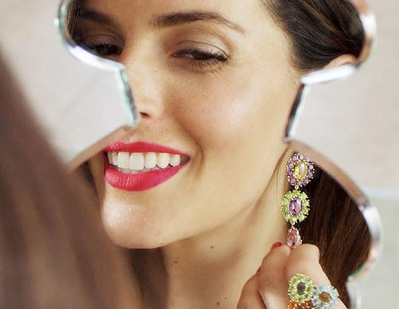 La actriz es la embajadora de la firma española y para conmemorarlo, crearon una espectacular joya.