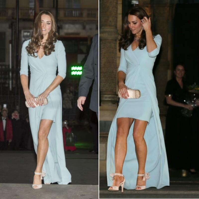 Kate Middleton lució un revelador diseño creación de Jenny Packham en otra gala esta semana en Londres.