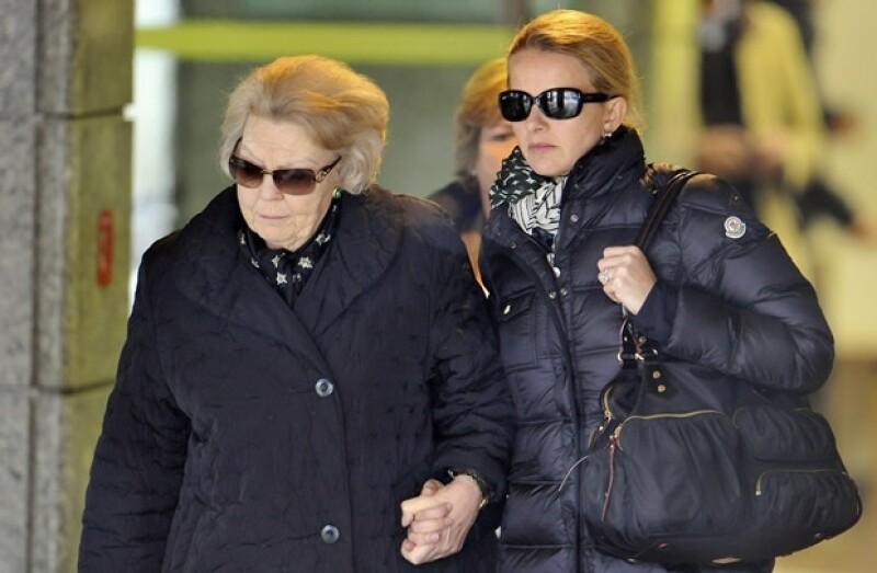 La reina Beatriz y Mabel, esposa de Friso, son quienes se han quedado con el Príncipe en el hospital.