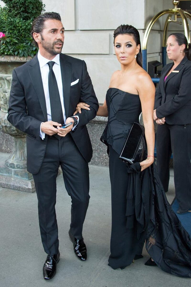 Eva Longoria desmintió su supuesta boda en Colombia con su novio, el empresario mexicano Pepe Bastón.