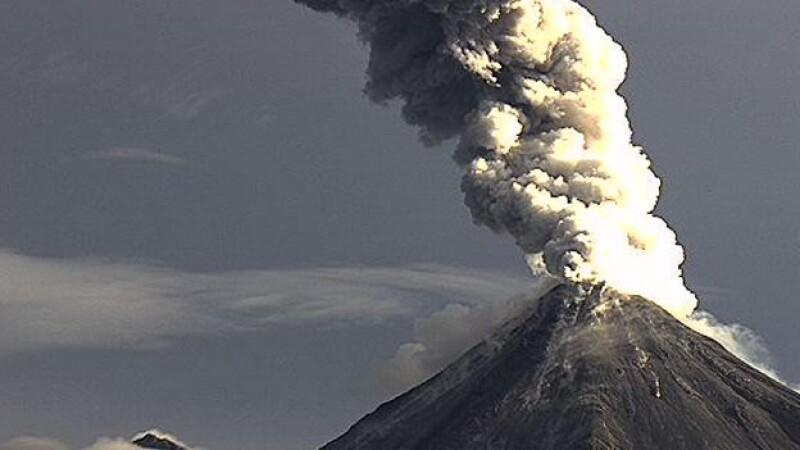 Una de las explosiones que registró el volcán de fuego de Colima este domingo