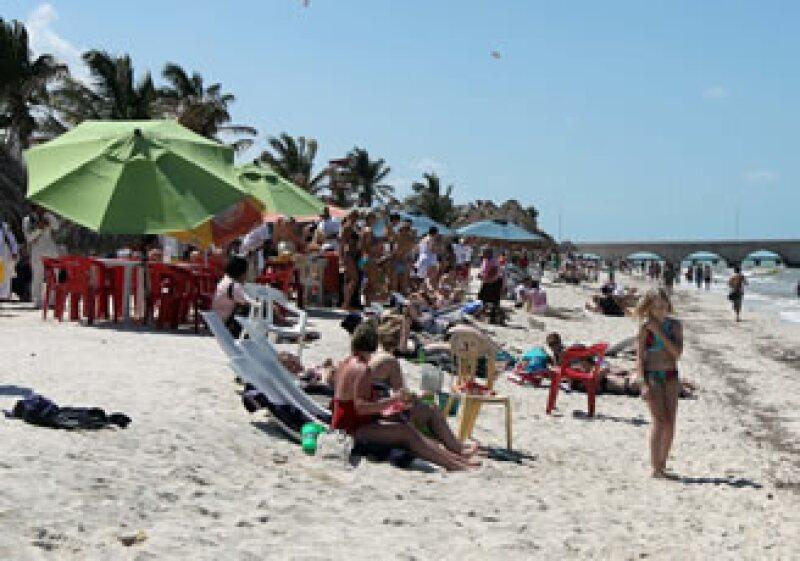 """Gloria Guevara aseguró que el número de turistas extranjeros ha aumentado e incluso que los """"springbreakers"""" ya están gozando de las playas mexicanas. (Foto: Notimex)"""