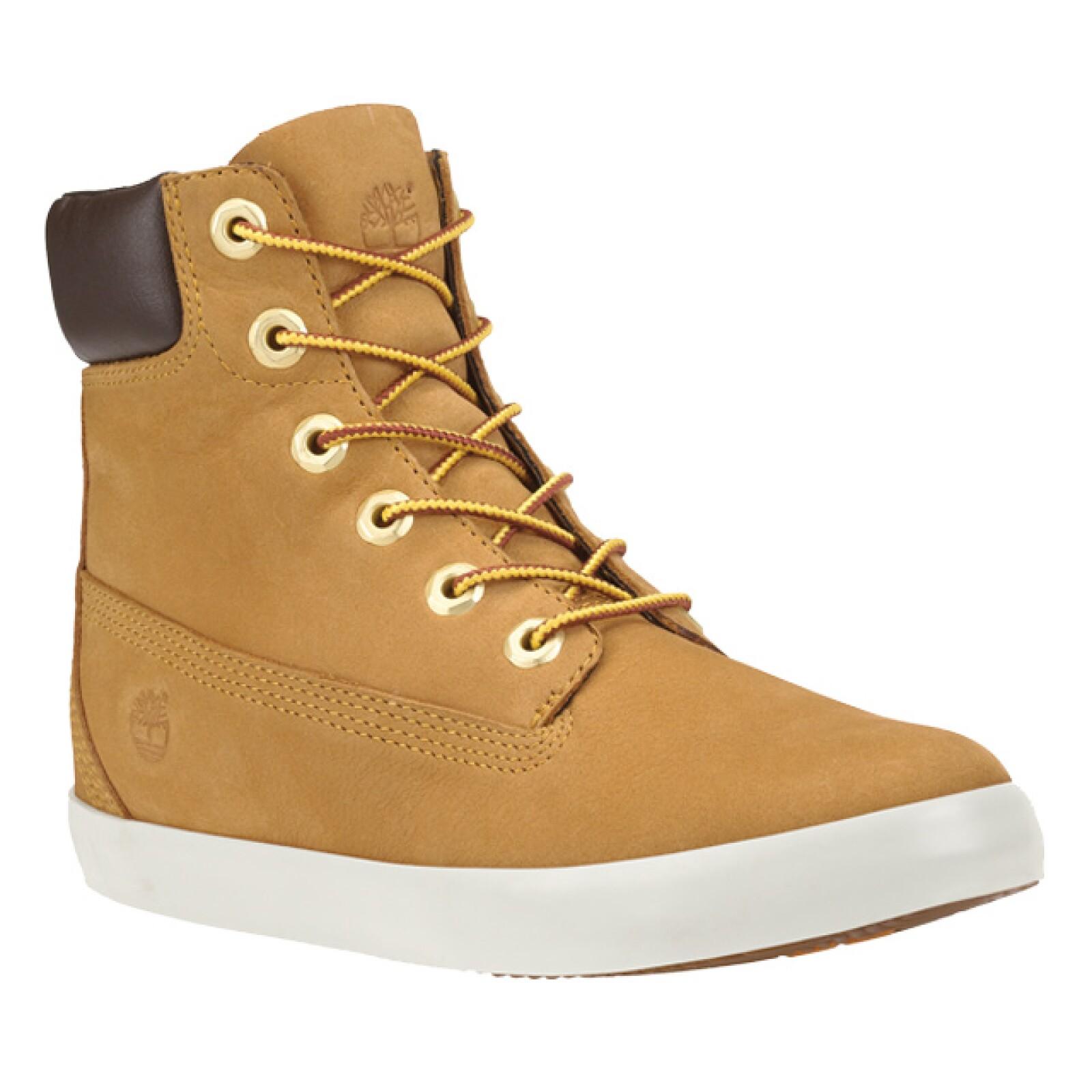 Salte de lo clásico y dale fortaleza a tu look con estas botas waterproof de Timberland.
