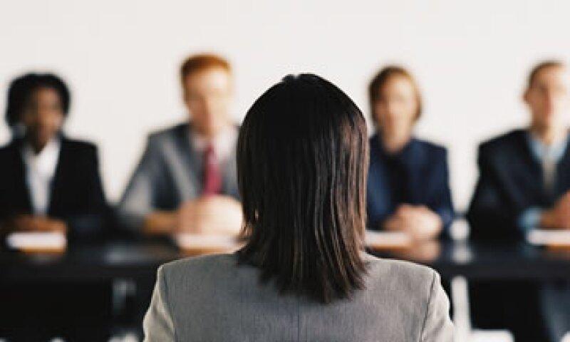 Para aumentar tu factor de empleabilidad, el experto recomienda investigar qué buscan en los candidatos las empresas que te interesan. (Foto: Thinkstock)