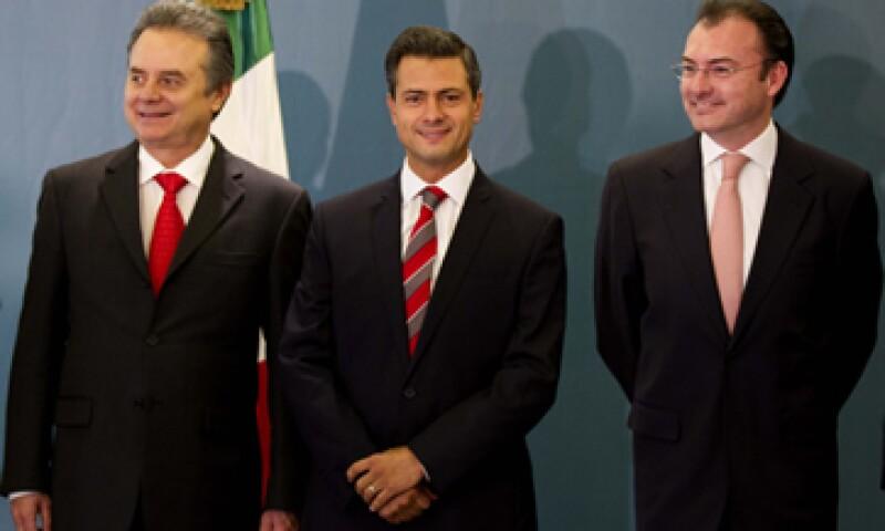 Pedro Joaquín Coldwell será secretario de Energía (izq) y Luis Videgaray (der) de Hacienda en el Gobierno de Enrique Peña (cen). (Foto: AP)