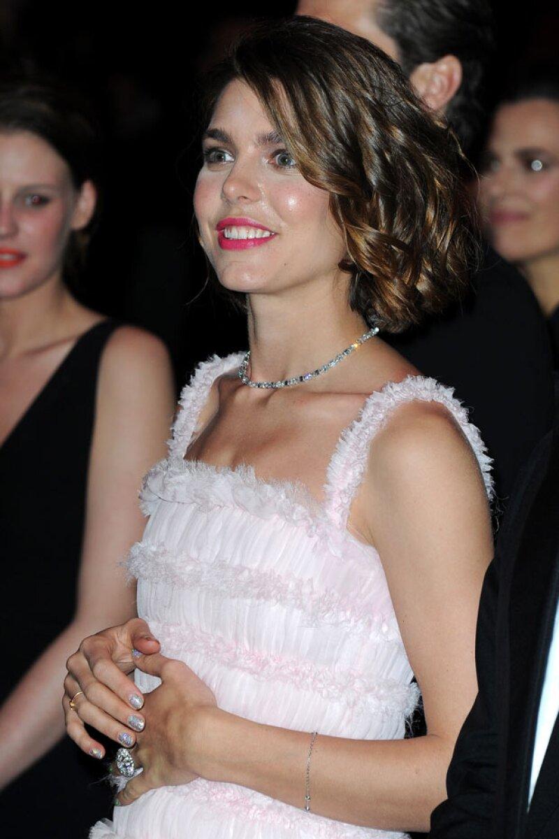 Este movimiento de tocar su pancita fue el mismo que hizo Carlota en 2013 durante el Baile de la Rosa, cuando esperaba a su primer hijo con Gad Elmaleh.