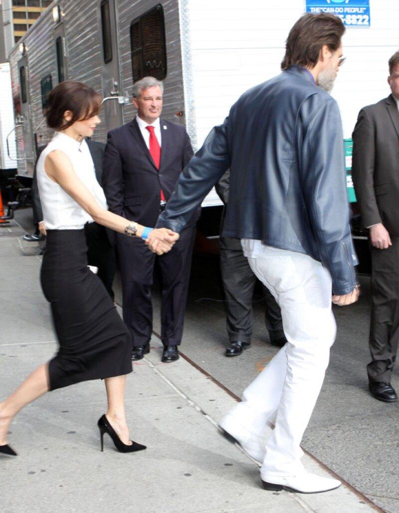 El actor fue uno de los invitados especiales para despedir el show de David Letterman y fue acompañado de su novia.
