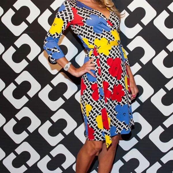 Paris Hilton llega a la exposición `Journey of a Dress ´que celebra la creación de Diane Von Furstenberg.