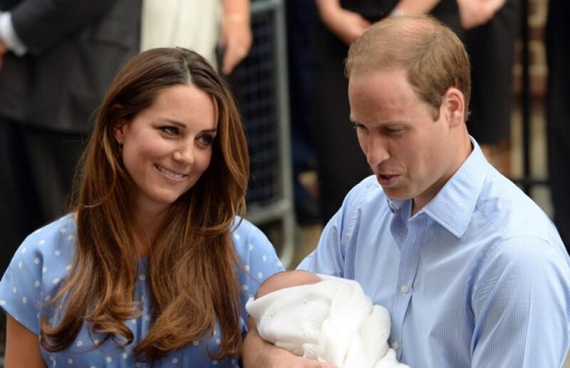 Según reportes, la ceremonia se llevaría a cabo cuando la reina Isabel II regrese de sus vacaciones veraniegas.