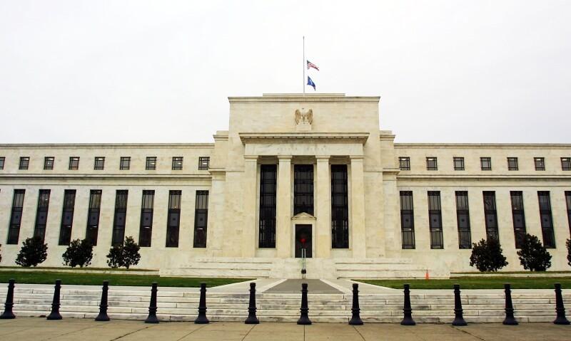 La Fed decidió no modificar sus tasas de interés estables.