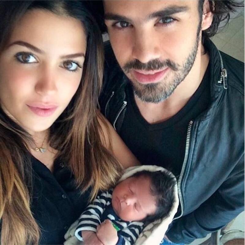 La pareja compartió una fotografía en Instagram junto al pequeño Mateo, sobrino de la guapa estudiante de Comunicación.