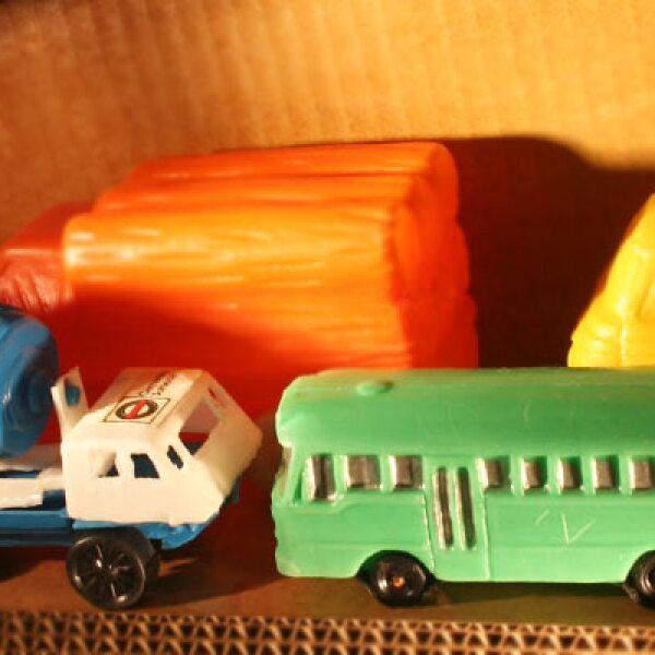 Los carritos de plástico alusivos a empresas establecidas en el país como Bimbo y Cemento Cruz Azul eran famosos entre los niños.