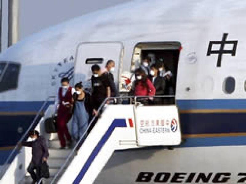 China puso en cuarentena de siete días a mexicanos del vuelo que llegó a Shanghái desde Ciudad de México. (Foto: Reuters)