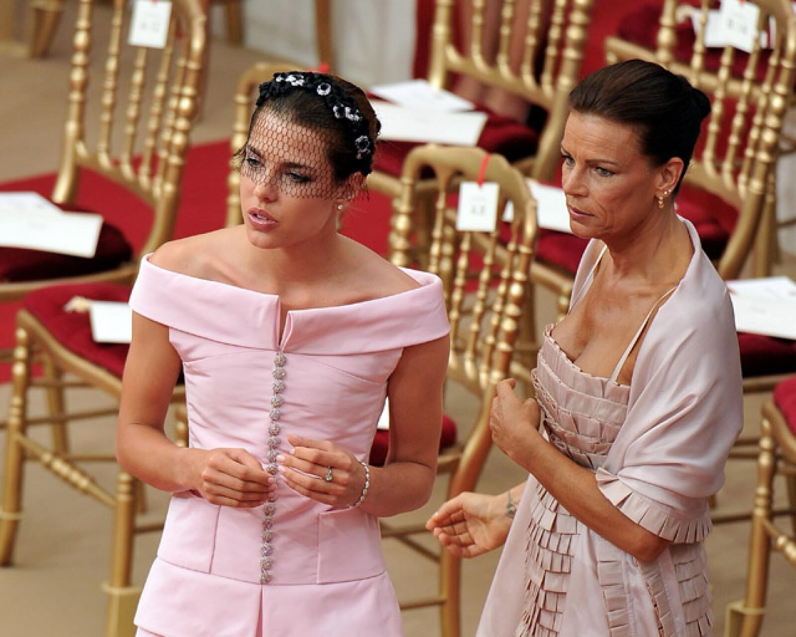 Carlota, de 24 años, una de las más guapas del evento, con Estefanía, de 46.
