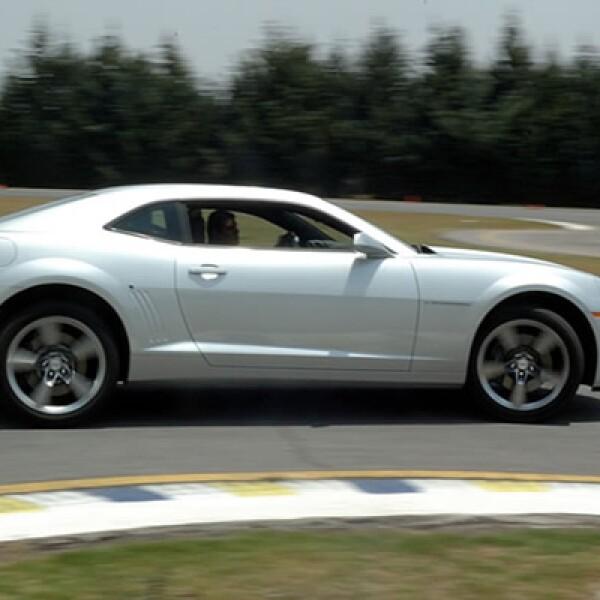 La tracción es de las ruedas traseras es una de las más efectivas del mercado ya que emplea la plataforma de los General Motors australianos, mejor conocida como Zeta, con un doble agarra la superficie.