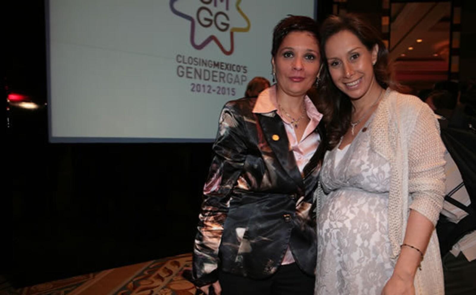 Sylvia Elisa Hernandez, directora corporativa de mercadotecnia global de Gruma y número 24 del ranking, con Carla Juan Chelala, directora general de mercadotencia Banorte-Ixe y número 26 del listado.