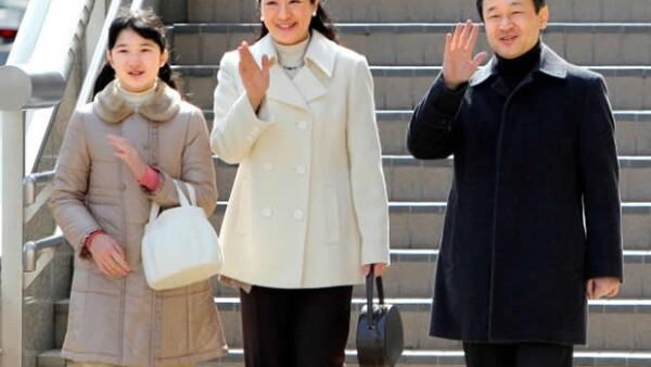 """Después de varios años de vivir encerrada en su palacio con una grave depresión, la """"princesa triste"""", Masako, decidió asistir a la investidura del Príncipe Guillermo de Holanda como rey."""
