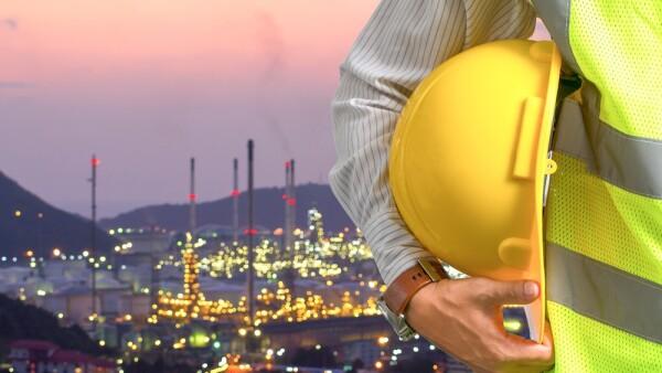 energía - ingeniero - refinería - hidrocarburos