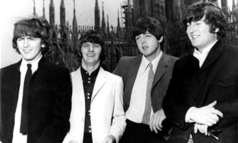Más de 1,630 personas cantaron la canción del cuarteto de Liverpool. (Foto: AP)