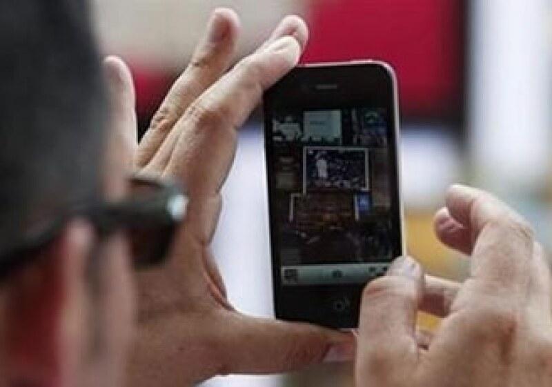 AT&T espera ventas récord por el nuevo iPhone y la BlackBerry (Foto: Reuters)