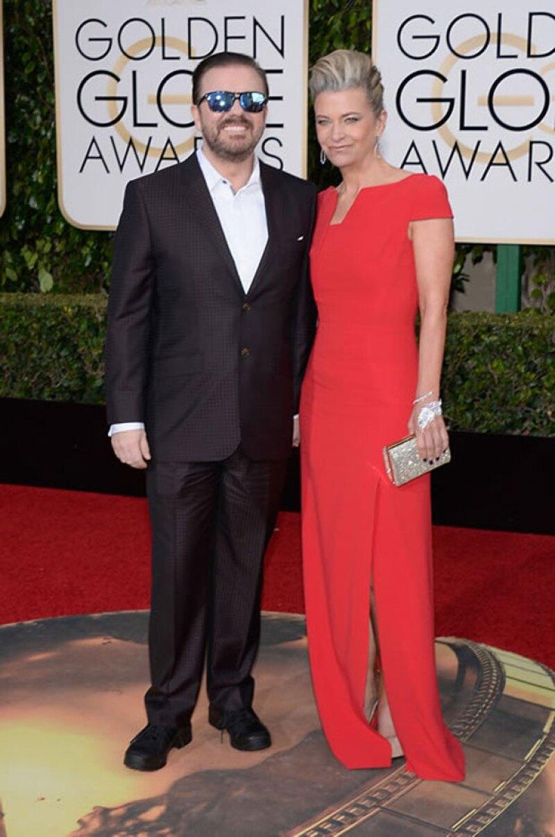 El presentador Ricky Gervais en la red carpet de los Golden Globes 2016.