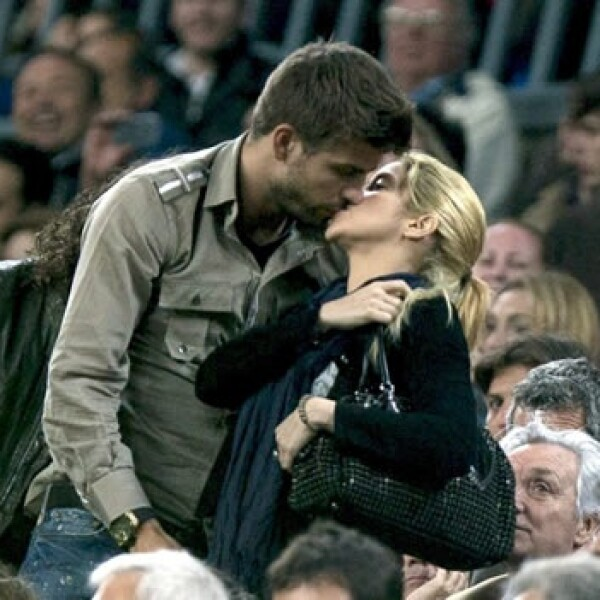Shakira y Piqué se besan
