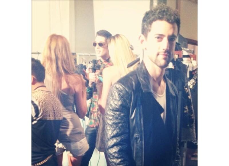 Luis Gerardo Méndez también fue a Nueva York y lució un look del diseñador Ricardo Seco.