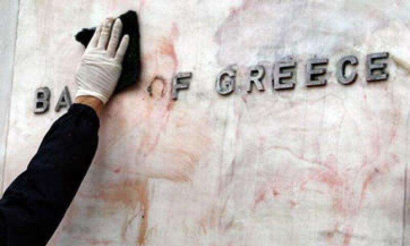 Grecia busca obtener 135 mde de recortes en diversas dependencias. (Foto: Reuters)