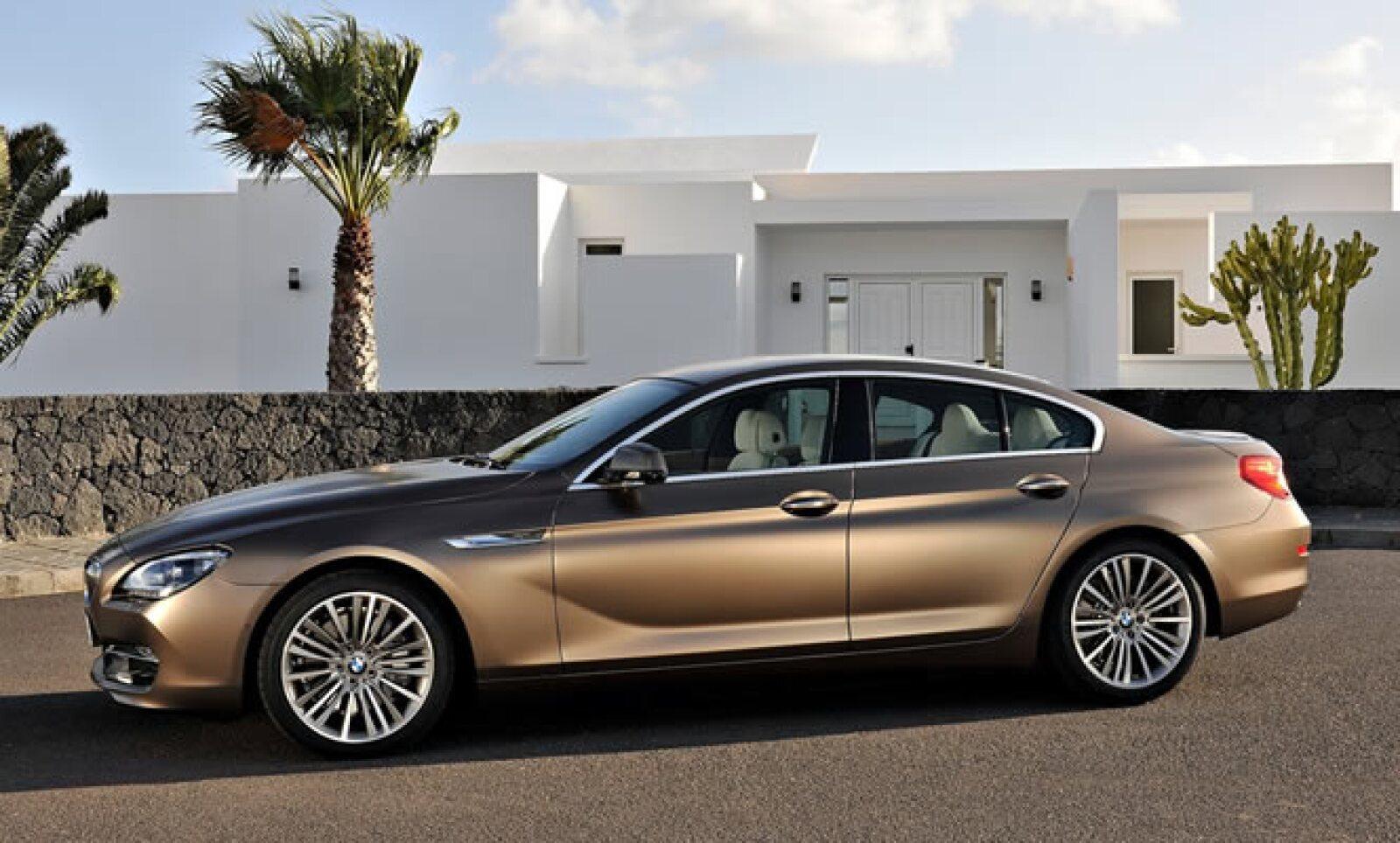 El motor de gasolina de seis cilindros en línea del BMW 640i Gran Coupé tiene una potencia de 320 caballos de fuerza.
