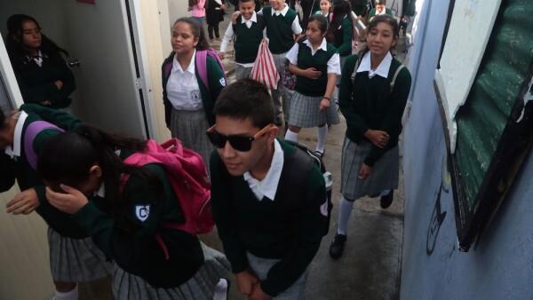 Escuela secundaria - alumnos de secundaria