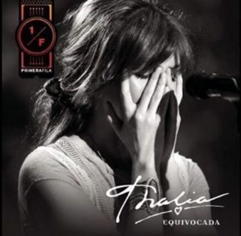 Equivocada se desprende de su producción discográfica Thalía en primera fila.