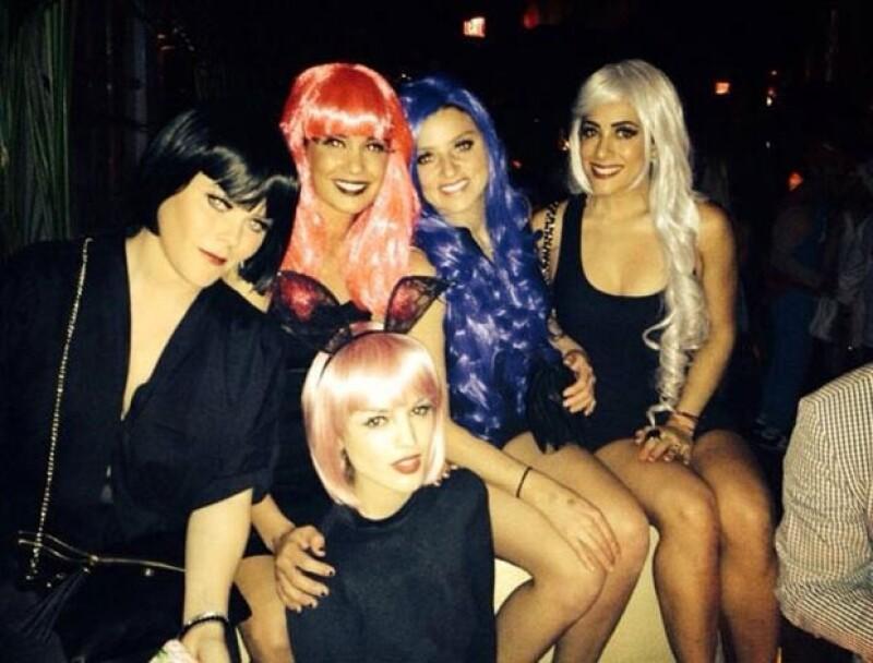 Eiza y sus amigas continuaron con los festejos la noche del sábado.
