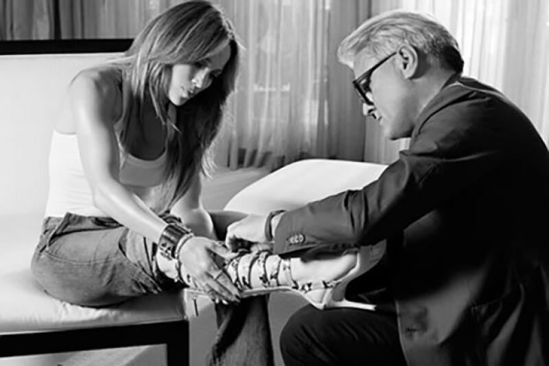 """La intérprete de """"Jenny from the block"""" y el diseñador italiano han unido esfuerzos para crear la línea """"Giuseppe for Jennifer Lopez""""."""