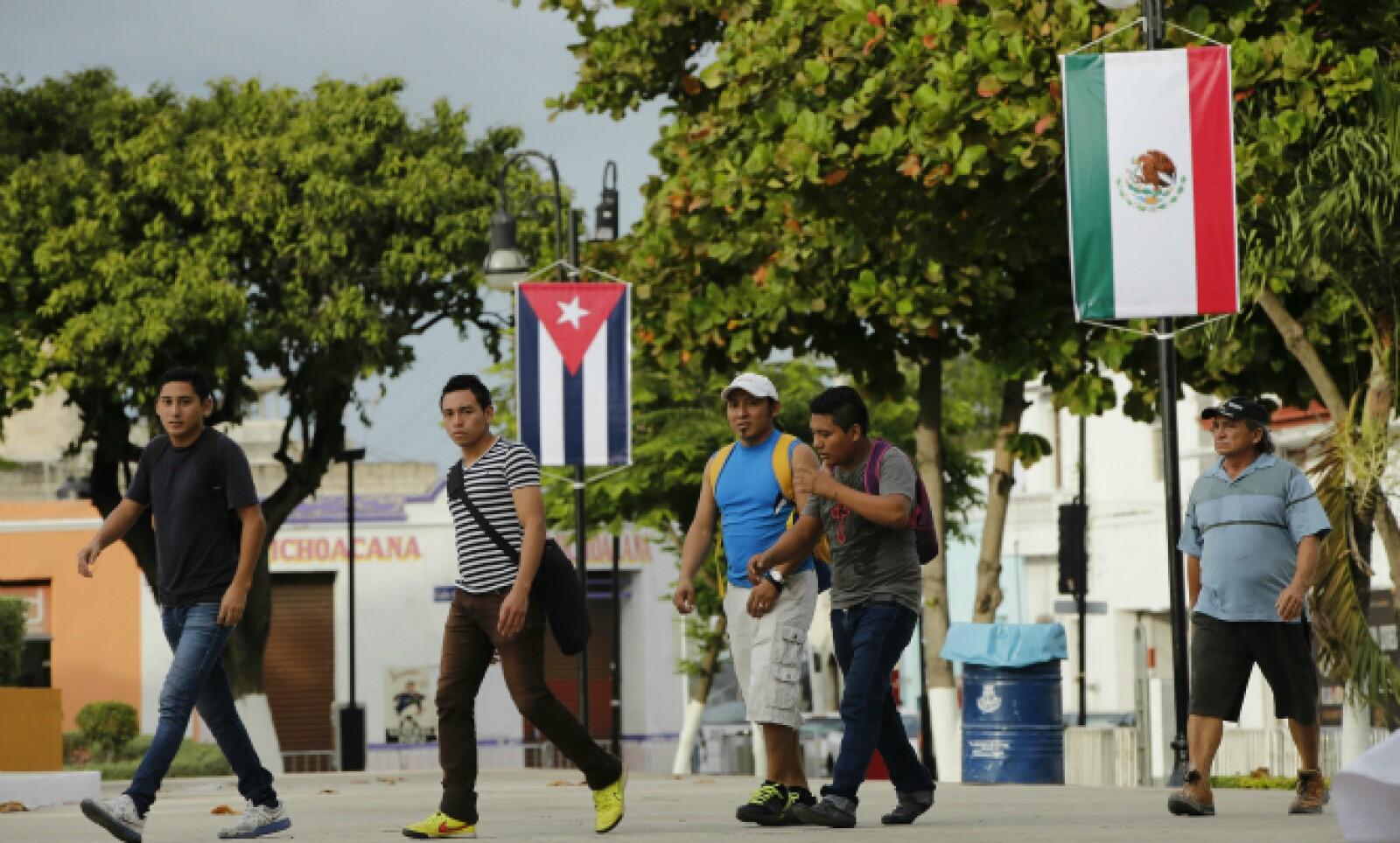 La ciudad de Mérida fue decorada con las banderas mexicana y cubana para conmemorar la visita.