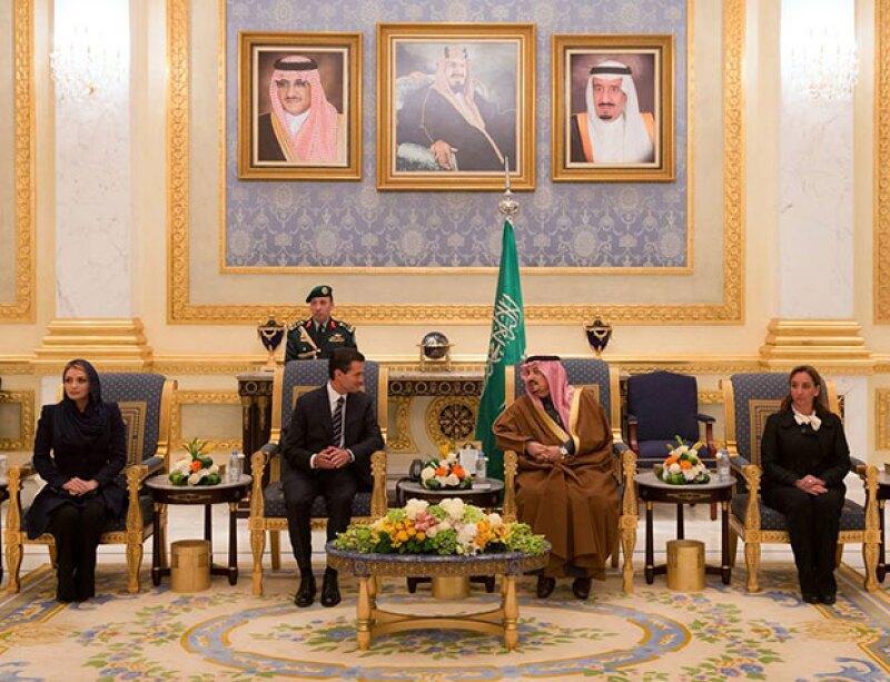 La pareja presidencial conoció al rey Salmán bin Abdulaziz