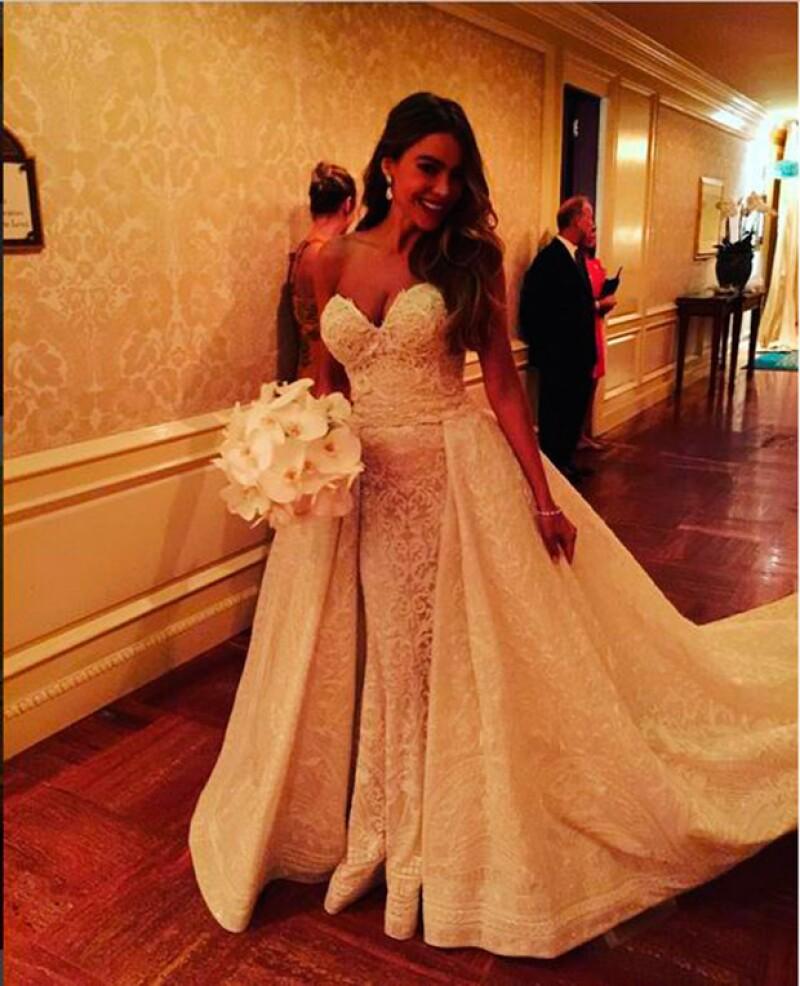 b47bd58e01 Espectacular  El vestido de novia de Sofía Vergara a detalle
