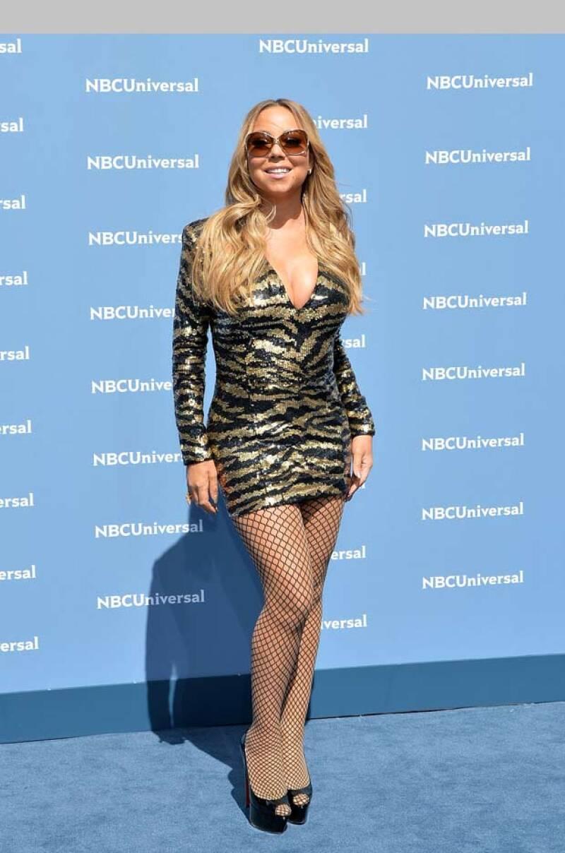 The lady in distress! Durante su paso por la red carpet para la presentación de su nuevo reality show, la cantante no pudo evitar sufrir un accidente con sus high heels.