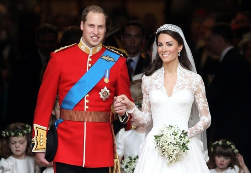 Guillermo y Kate tienen un hijo de nombre George.
