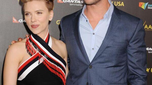 Scarlett presentó a Chris con una anécdota mientras filmaban The Avengers.
