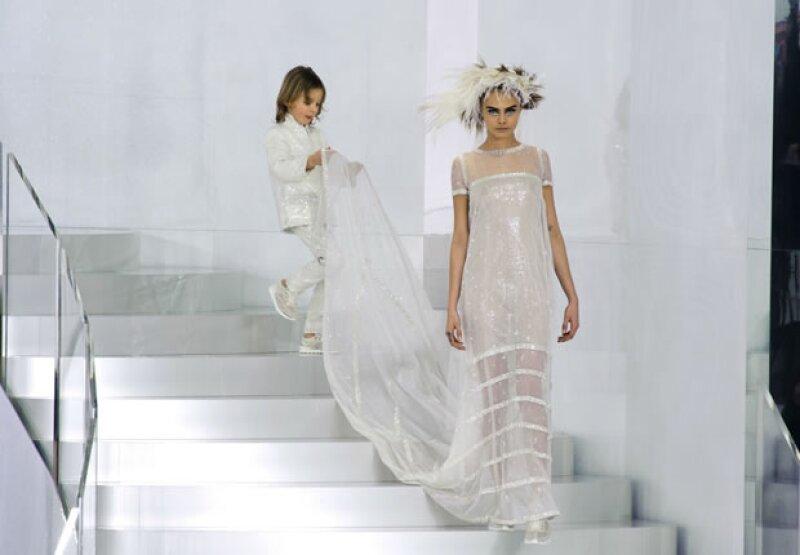 Cara Delevingne y Hudson Kroenig en el desfile de Haute Couture Spring 2014.