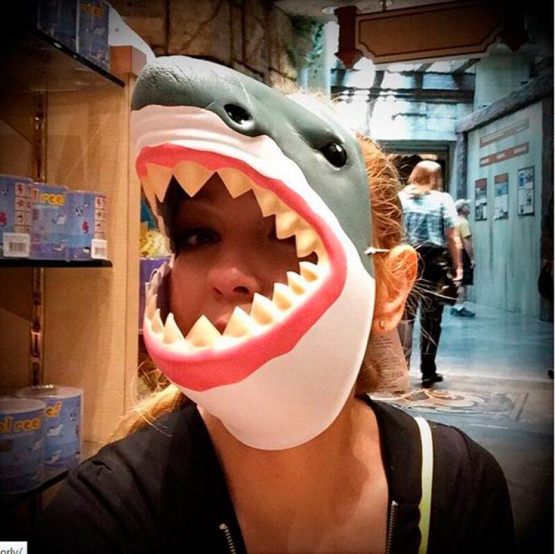 Con gran sentido del humor Thalía posteó esta foto junto a la descripción: No me provoques que te muerdo! #AguasManito #auuu #LaDelBarrio